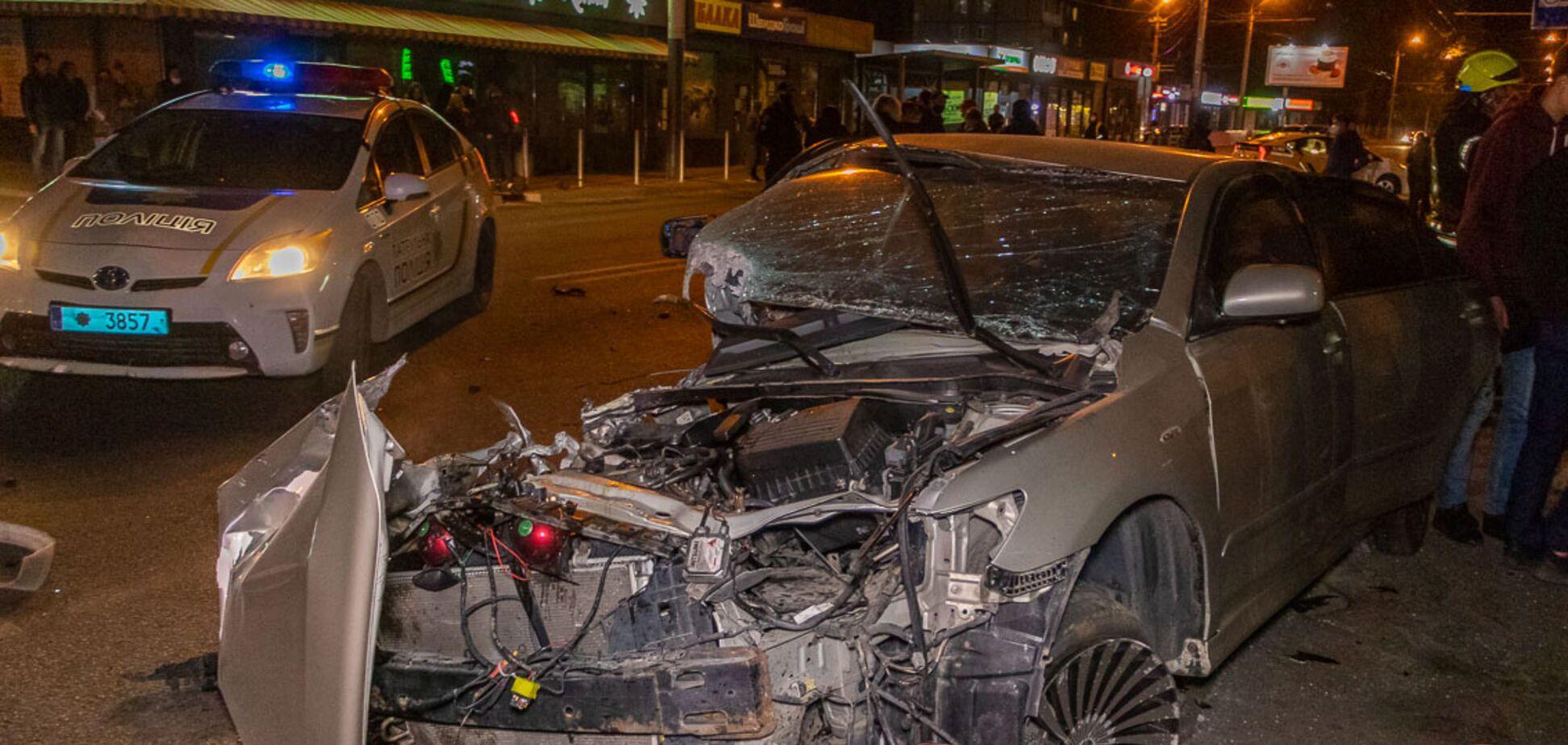 У Дніпрі у нічній ДТП постраждали двоє людей. Фото
