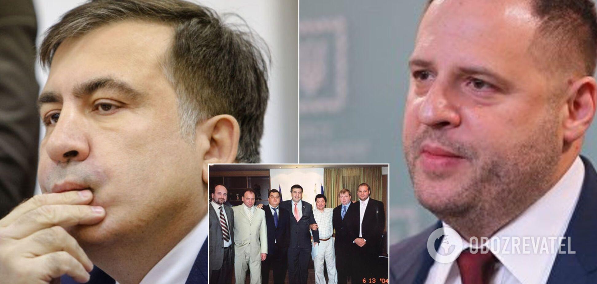 В сети всплыло знаковое фото Саакашвили в 'обнимку' с Ермаком
