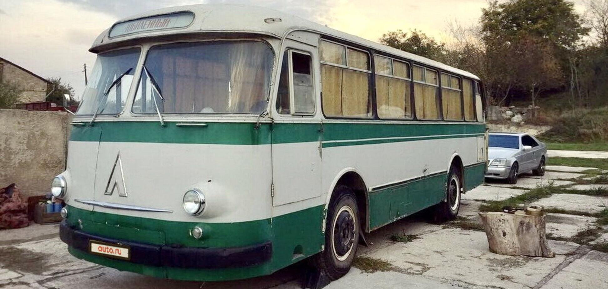 Ціни шокують: у Ялті продають колекцію ЛАЗів часів СРСР