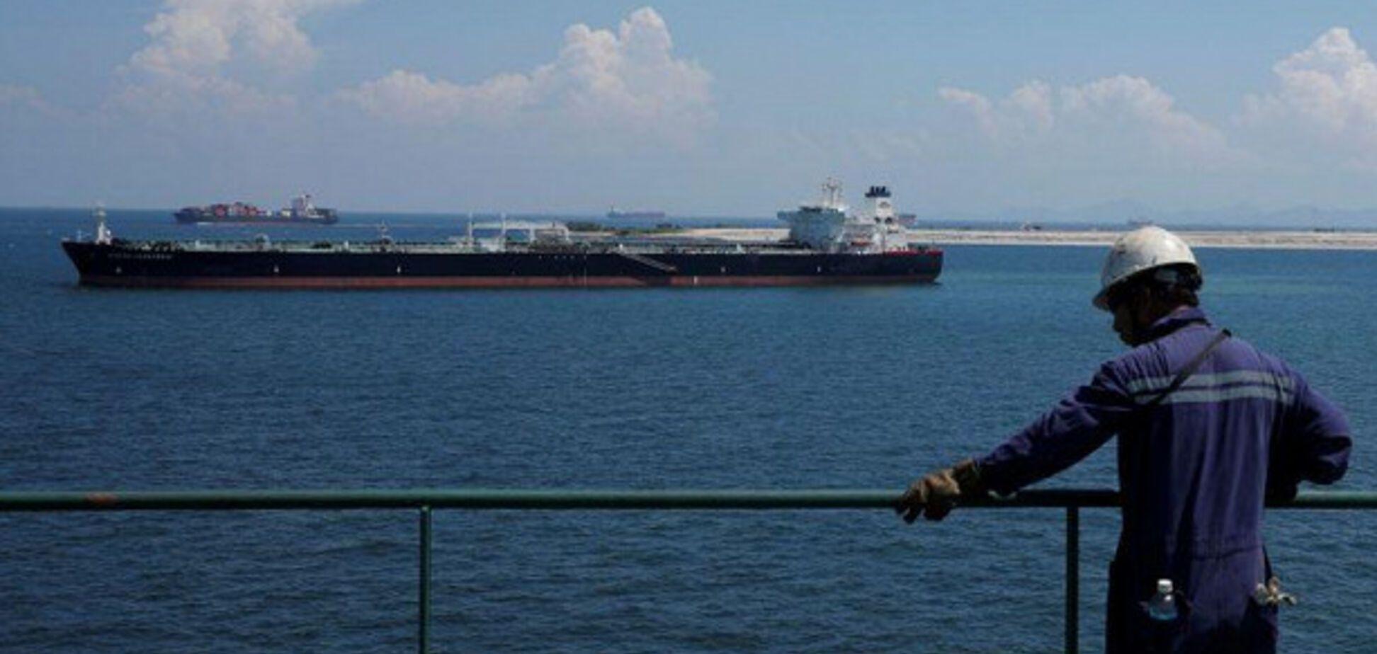 Разгар нефтекризиса: Калифорнию окружили танкеры с 20 млн баррелями сырья