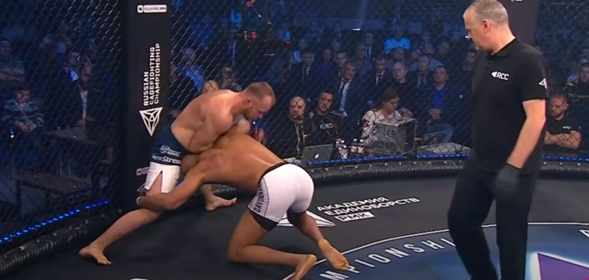 Россиянин Шлеменко победил 'гильотиной' бывшего бойца UFC