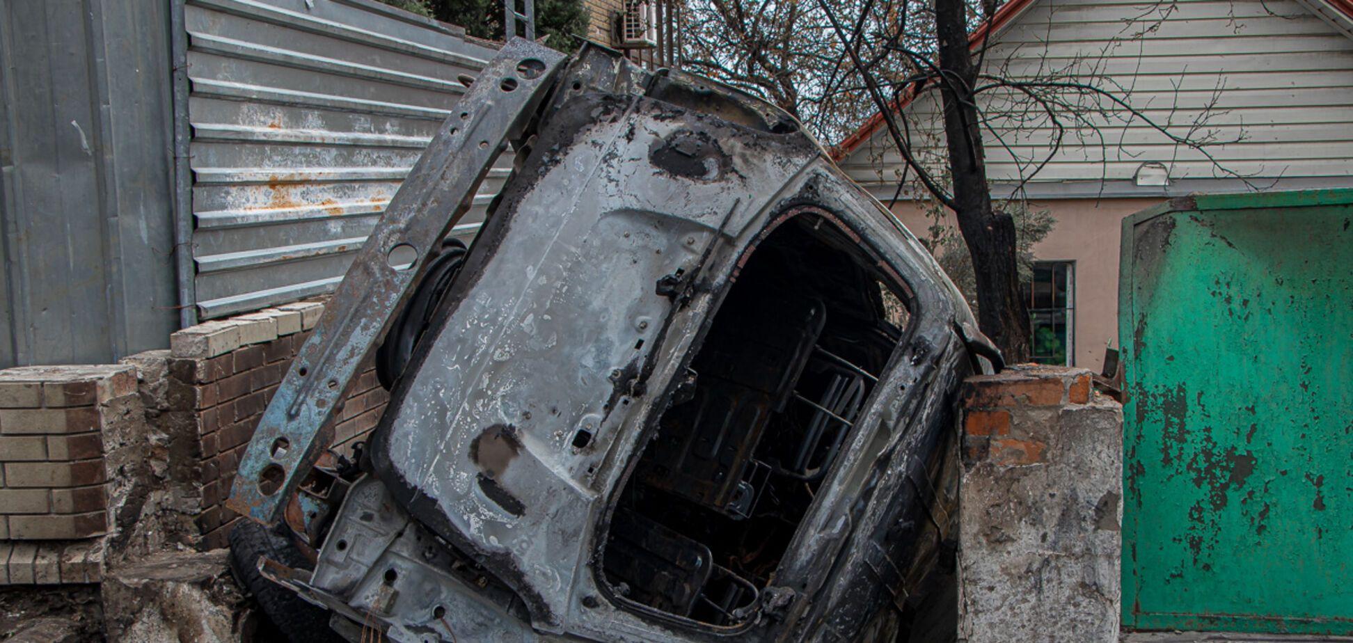 У Дніпрі автомобіль влетів у паркан і загорівся: пасажир і водій зникли