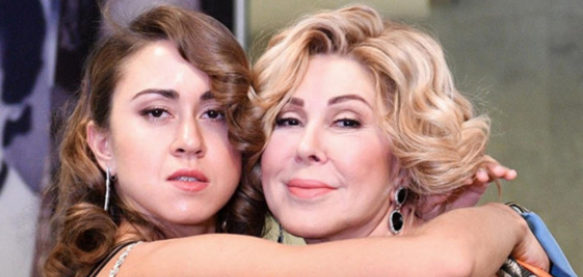 Дочь Успенской поразила сеть волосатыми подмышками
