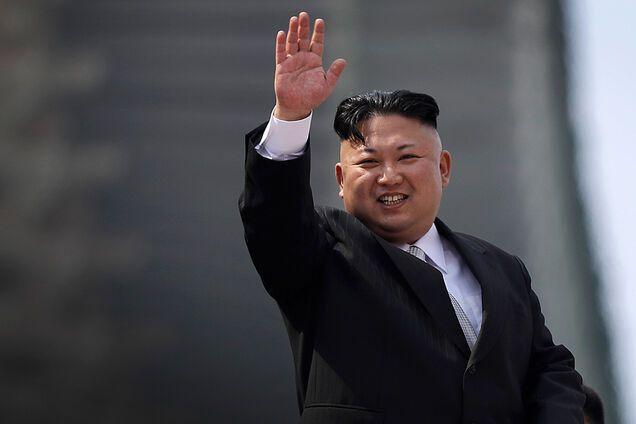 Паника в КНДР: после слухов о смерти Ким Чен Ына люди 'штурмовали' магазины