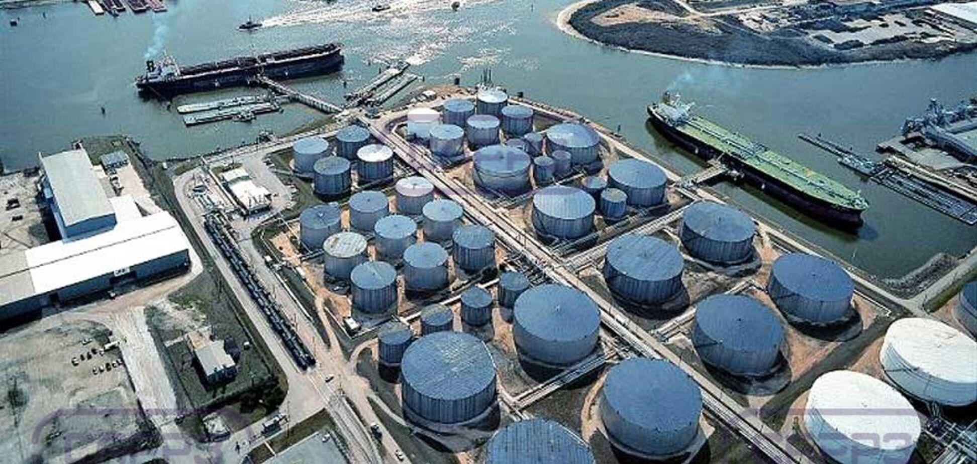 Нафту вже скоро нікуди буде закачувати: сховища забиті на 73%