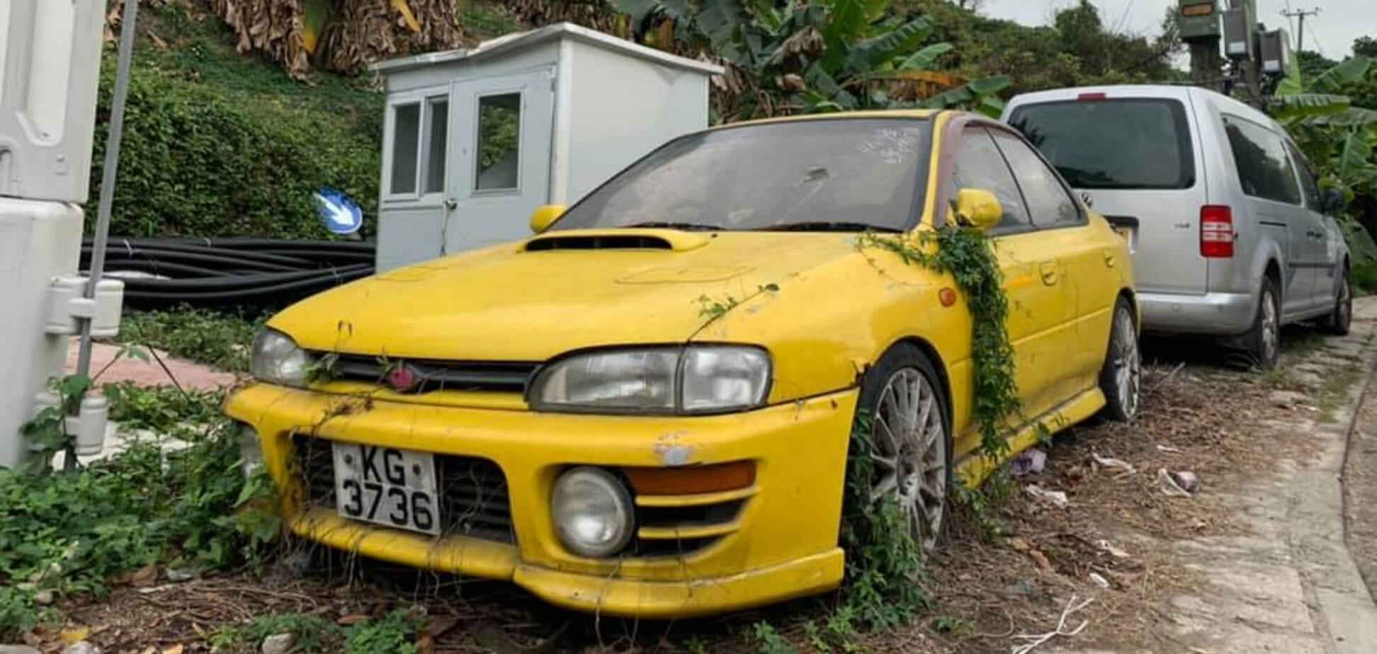 Покинуту Subaru Impreza WRX знайшли прямо біля дороги