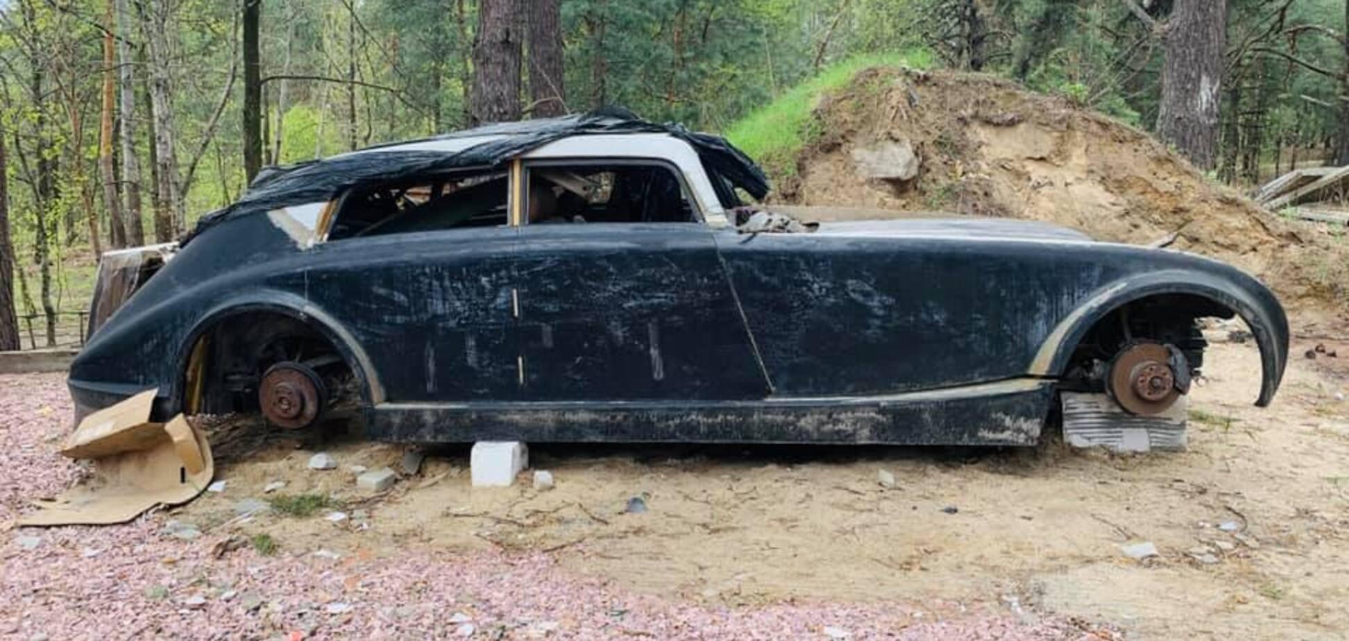 В лесу под Киевом нашли копию машины, которую похоронил Гитлер