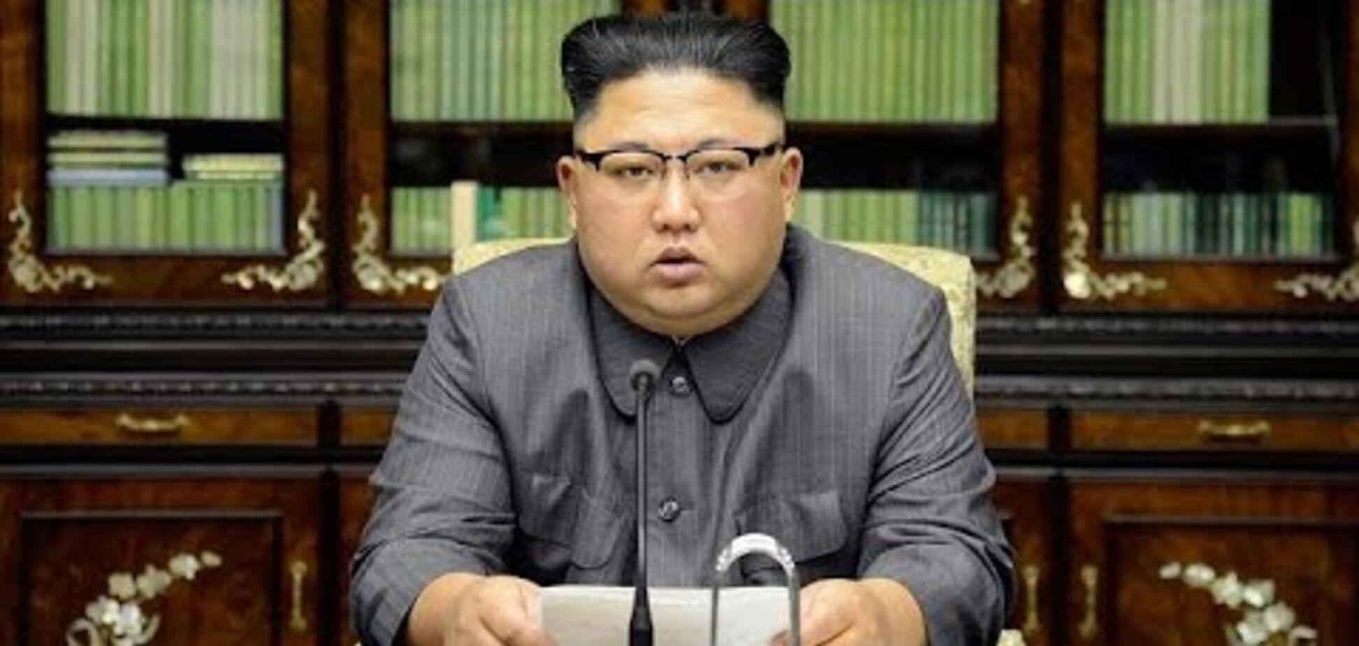 Не може встати: в КНДР злили нові дані про Кім Чен Ина