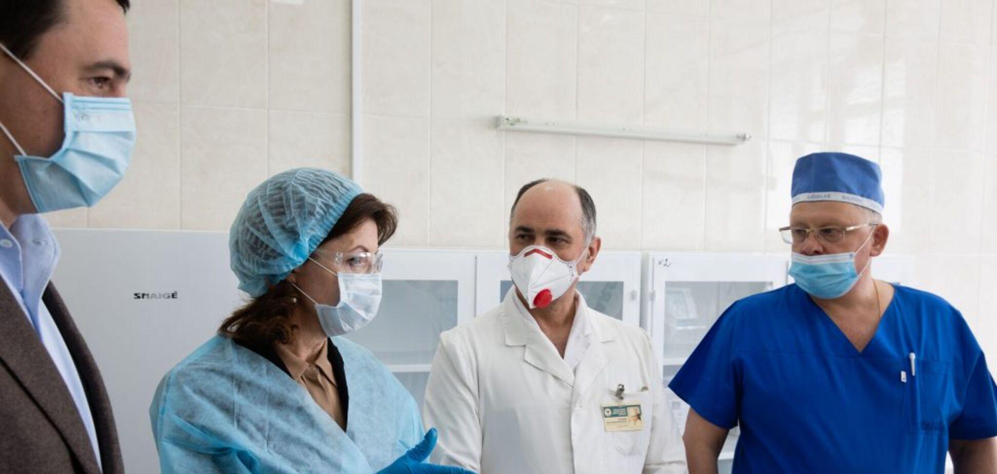 15 врятованих життів за тиждень: Фонд Порошенка передав київській лікарні нову партію ШВЛ