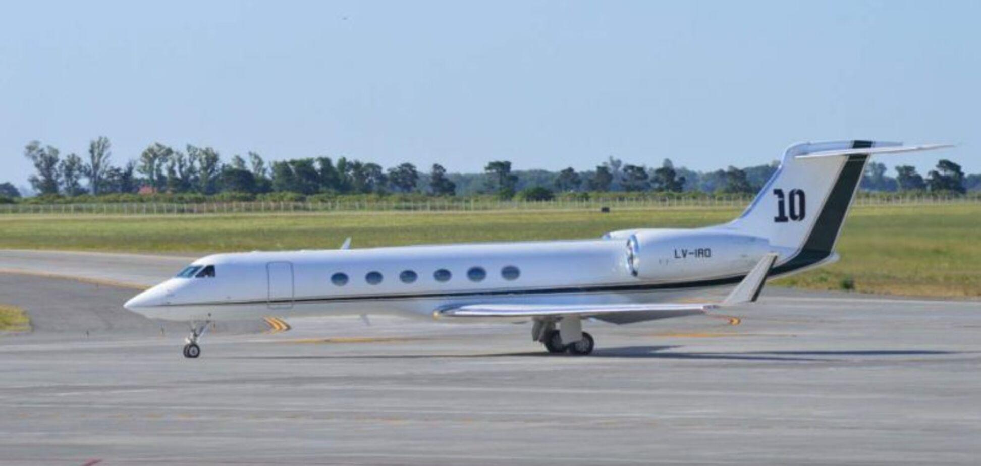 Отказ: у самолета Месси возникли проблемы в полете