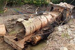 На дне реки нашли поезд, которому 135 лет. Видео