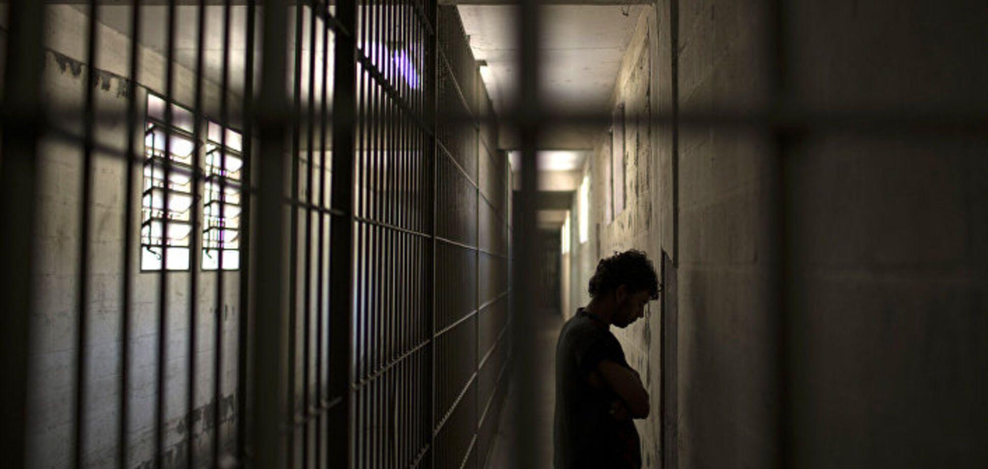 Более 6 тысяч: во Франции из тюрем массово выпускают заключенных