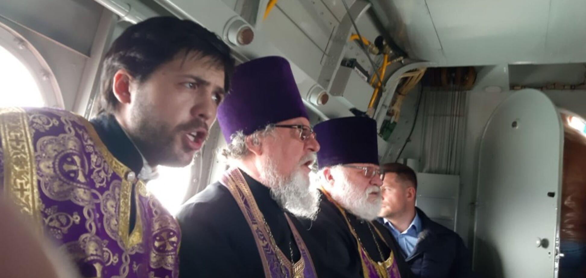 У Росії священики на літаку влаштували 'хресний хід проти коронавірусу'