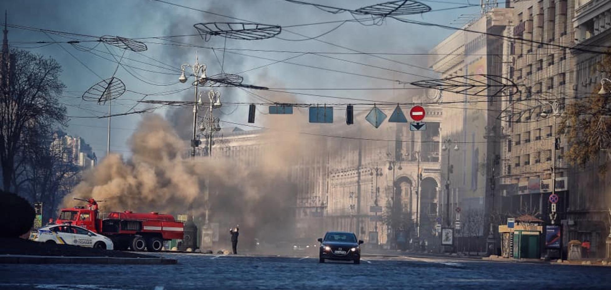 В центре Киева на Крещатике вспыхнул мощный пожар. Фото и видео