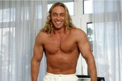 50-річний чоловік Корольової Тарзан знявся абсолютно голим: пікантне фото