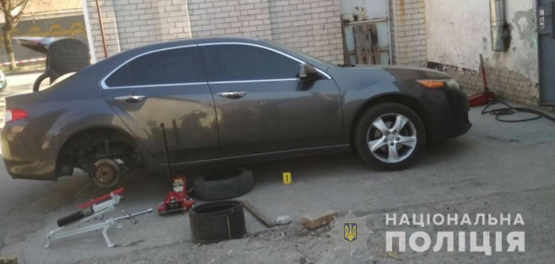У центрі Дніпра під авто виявили бомбу: всі подробиці НП