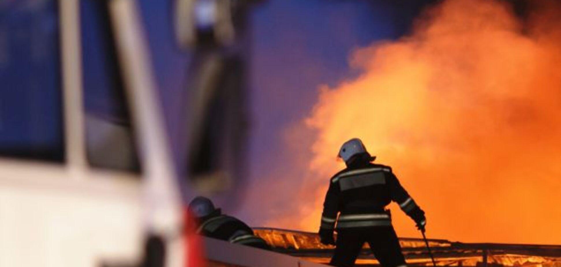 На Днепропетровщине из пожара в многоэтажке спасли мужчину. Фото с места ЧП
