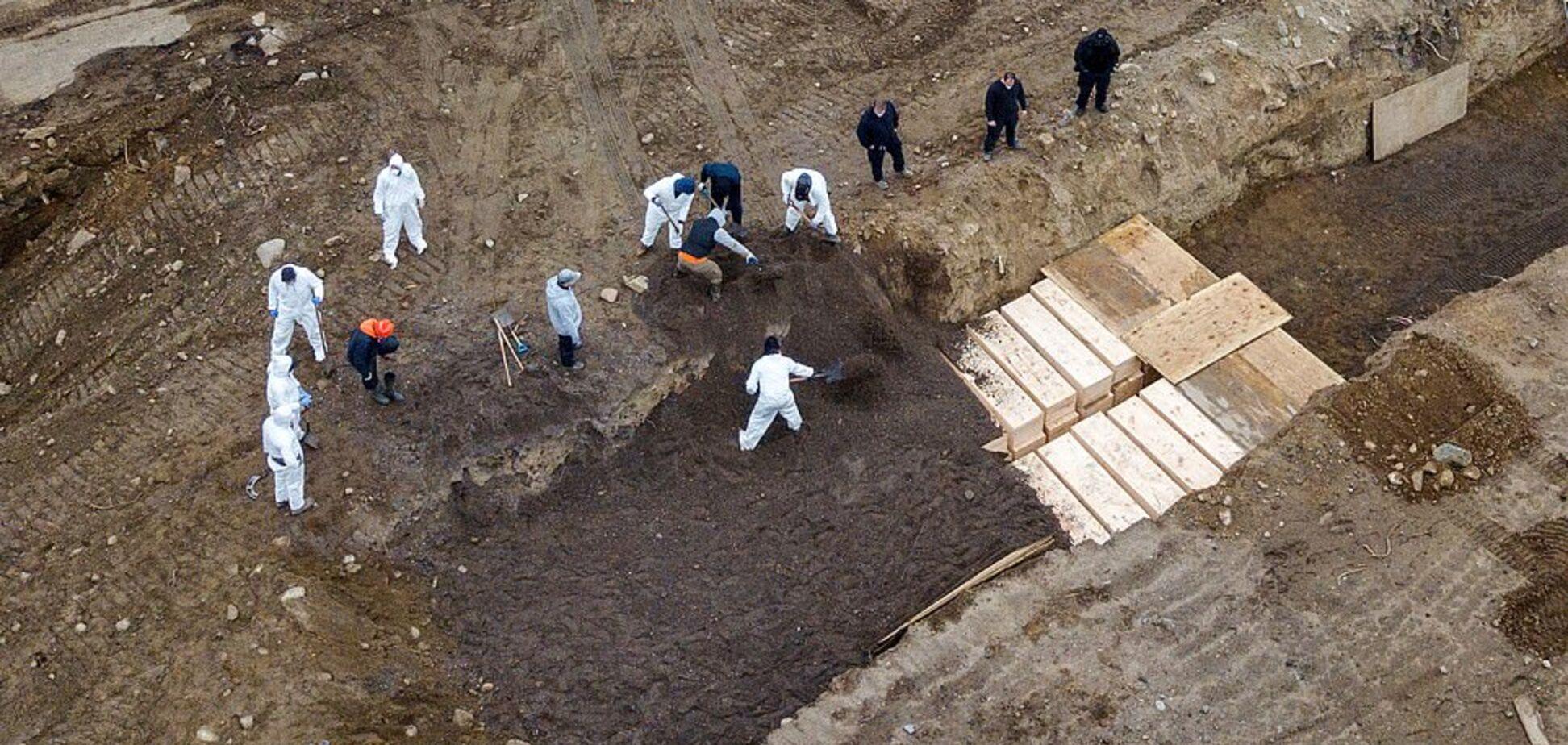Остров-братская могила: под Нью-Йорком засняли жуткие фото с гробами в три уровня