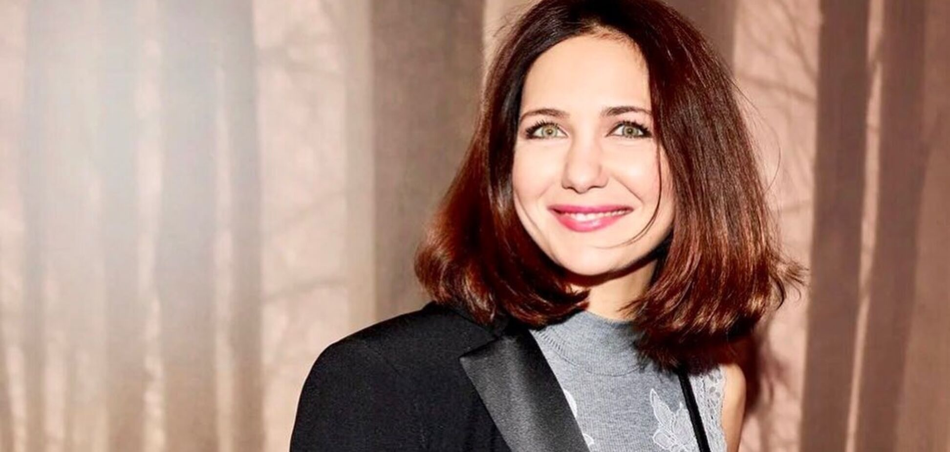 42-річна Климова розбурхала фото в мокрому топі й мініспідниці