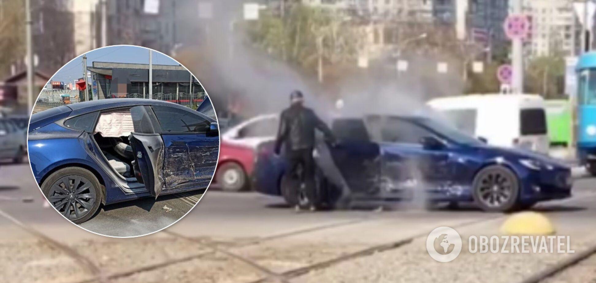 В Харькове Tesla Model S загорелась от удара в ДТП. Фото