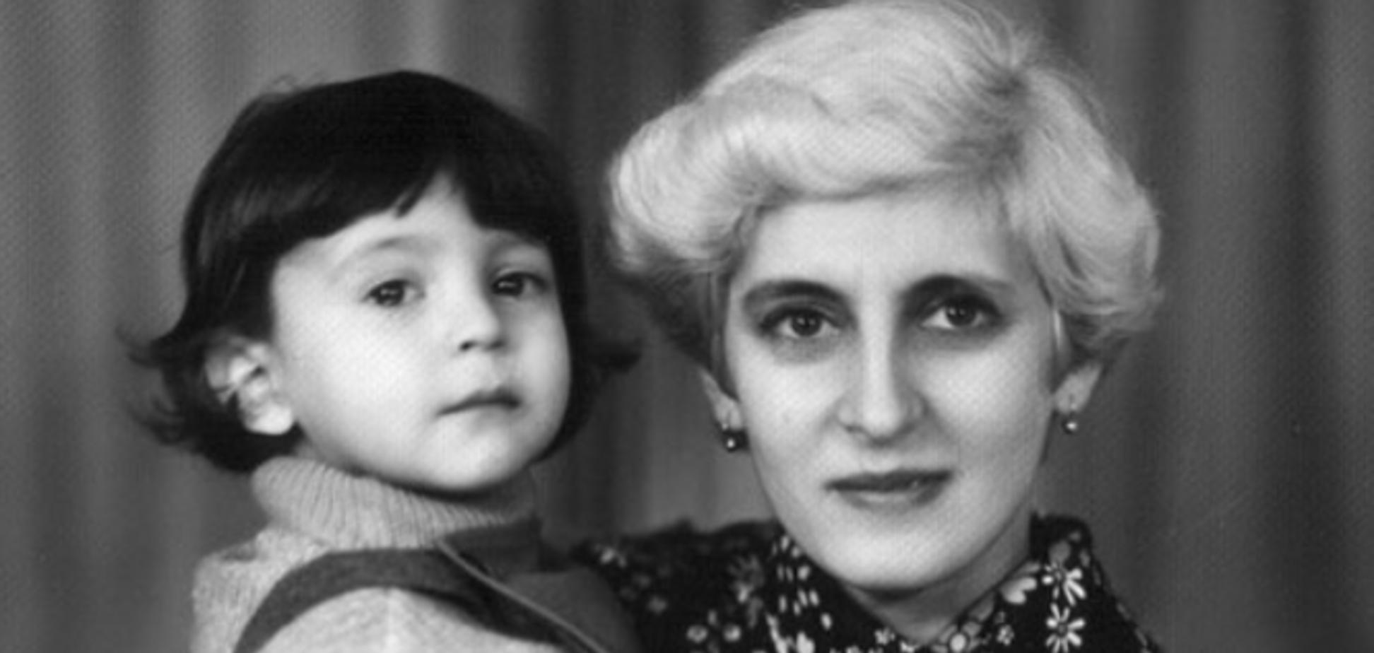 Зеленский в День матери показал трогательное детское фото: как выглядит его мама