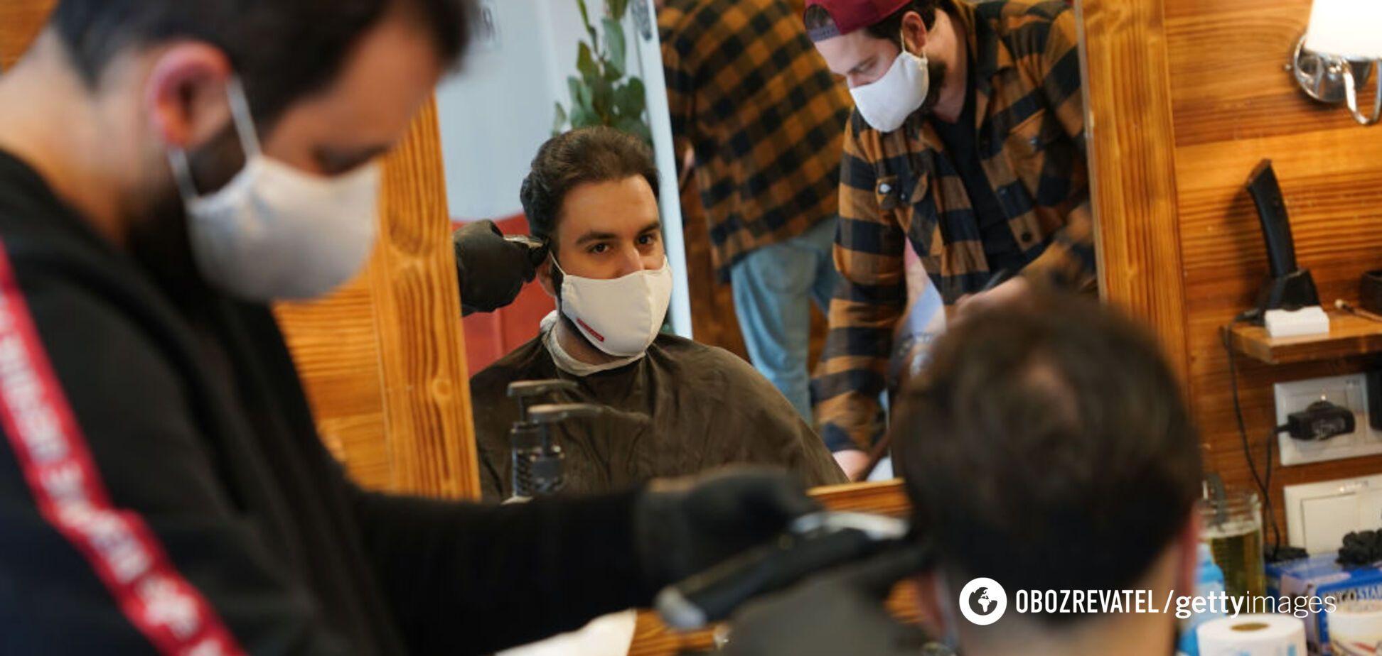 Парикмахерские – рассадник коронавируса: медик предупредил украинцев об опасности