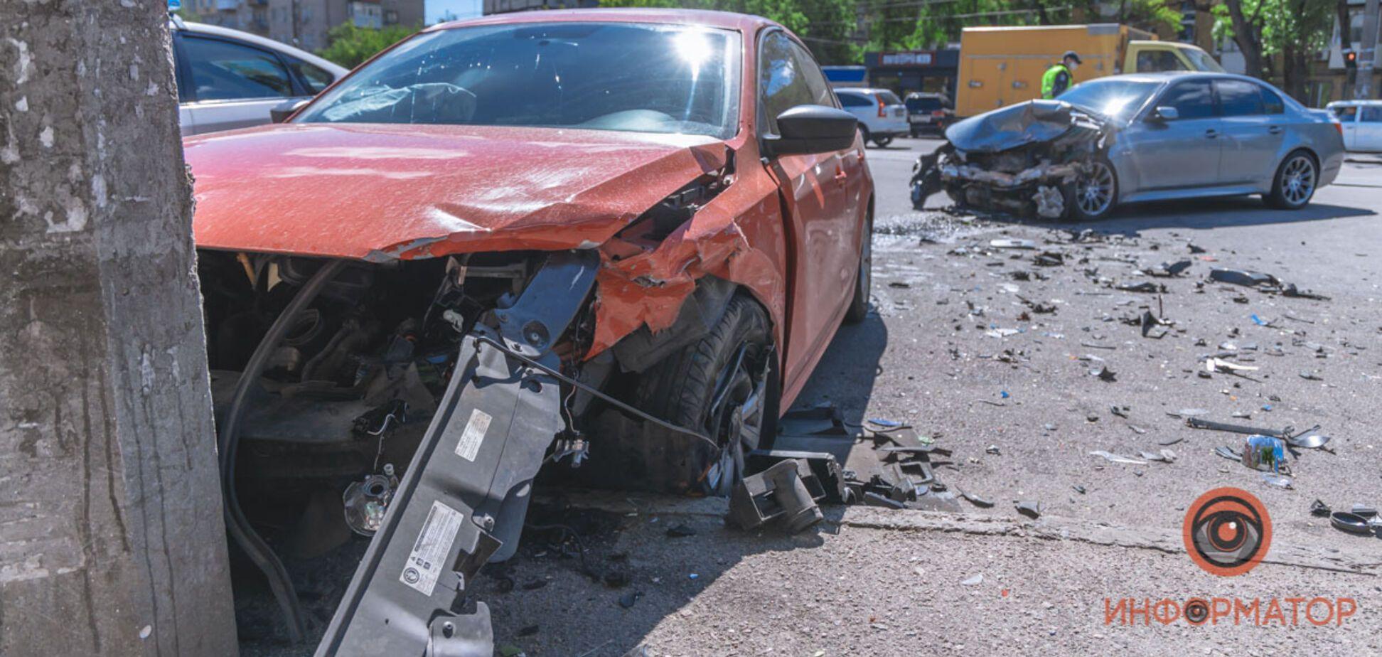 У Дніпрі трапилася страшна ДТП на перехресті: постраждали троє людей