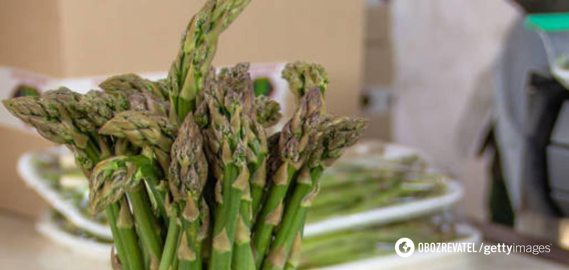 Не лише вітаміни: кому варто ввести в раціон спаржу і чому