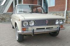 Экспортный ВАЗ-2103 с АКП продают по цене нового Kia Sportage