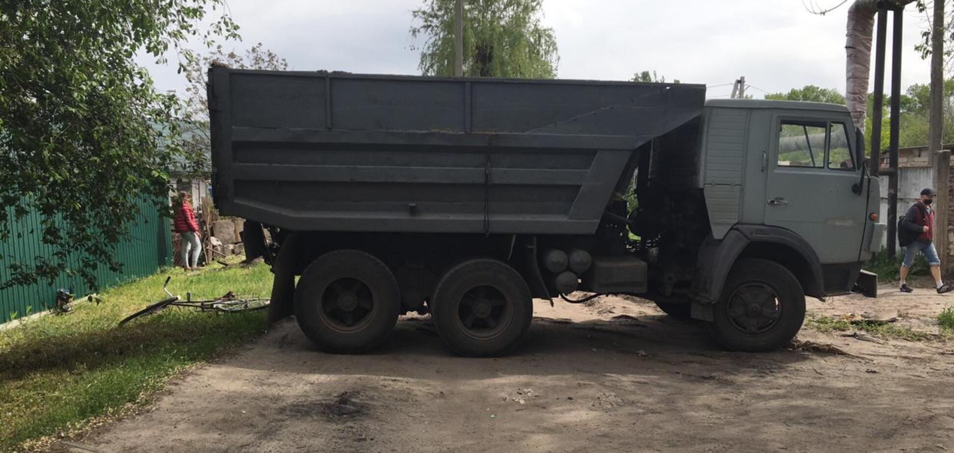 На Дніпропетровщині чоловік на вкраденій вантажівці збив жінку. Фото