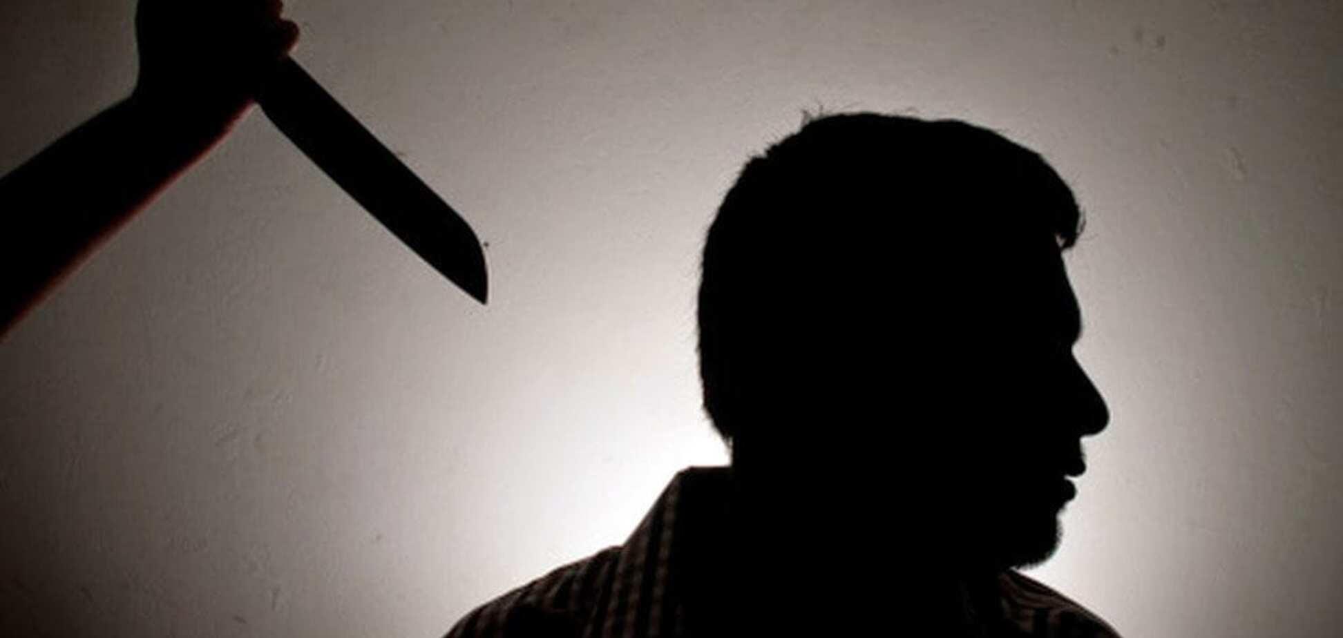 На Днепропетровщине ревнивый парень набросился с ножом на конкурента