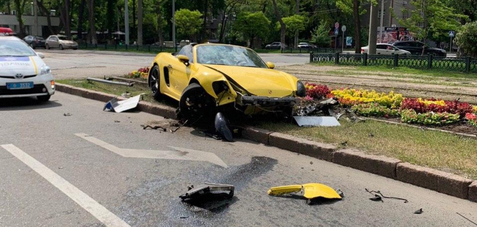 У Харкові розбили елітний Porsche: фото й відео епічної ДТП
