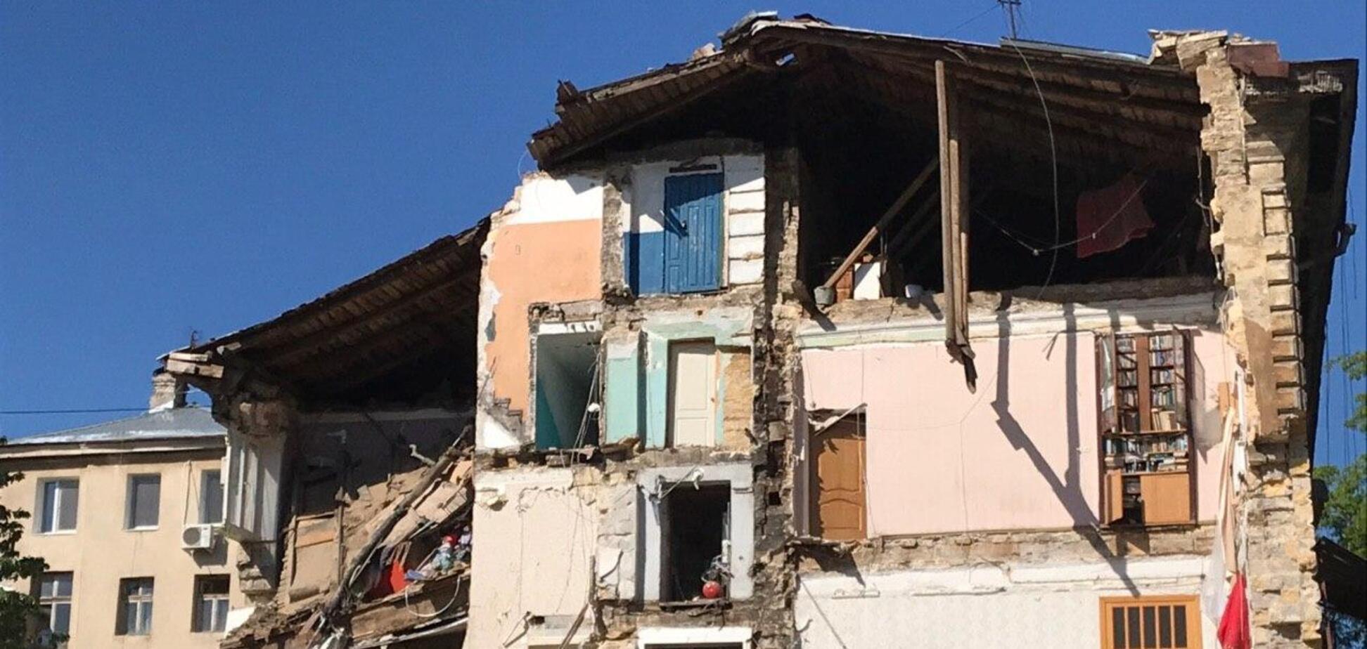 Є загроза повторного обвалу будинку в Одесі: рятувальники перестали розбирати завали