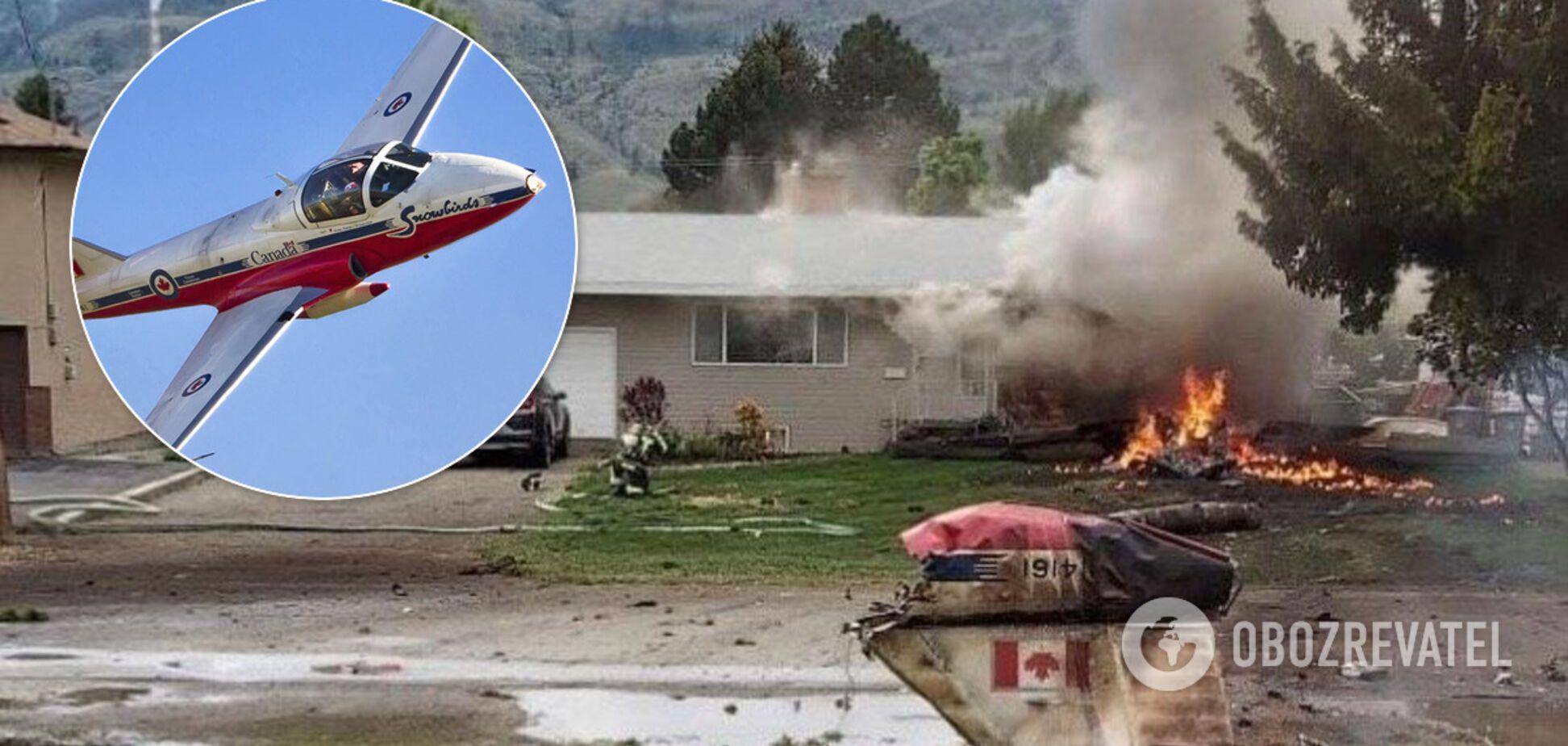 У Канаді літак впав на житловий будинок: кадри страшного моменту