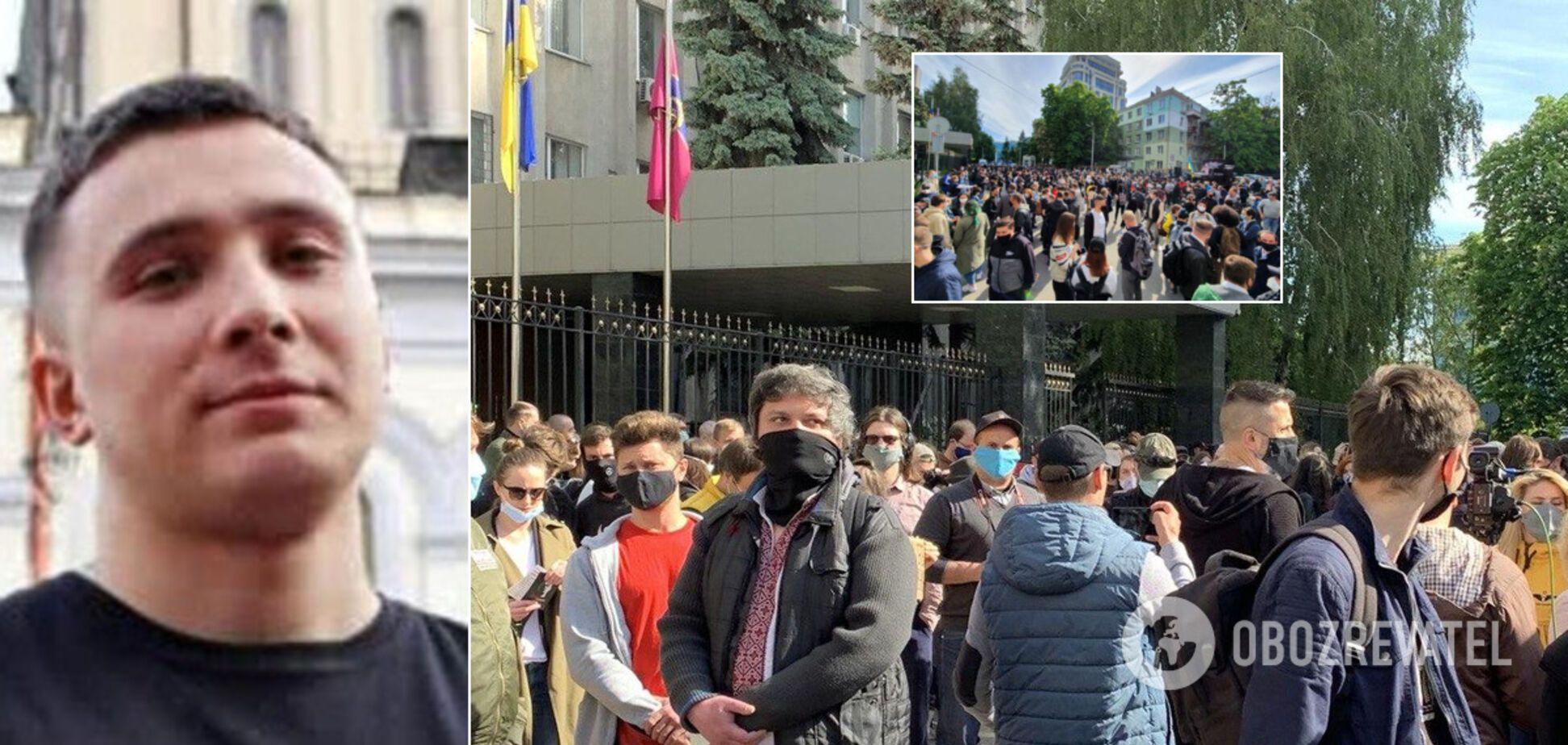 СБУ розкрила статус активіста Стерненка: під будівлею відбулася акція протесту. Фото і відео