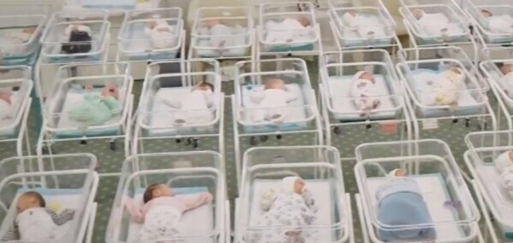 Скандал із дітьми від сурогатних матерів в Україні: іноземцям дозволили в'їзд