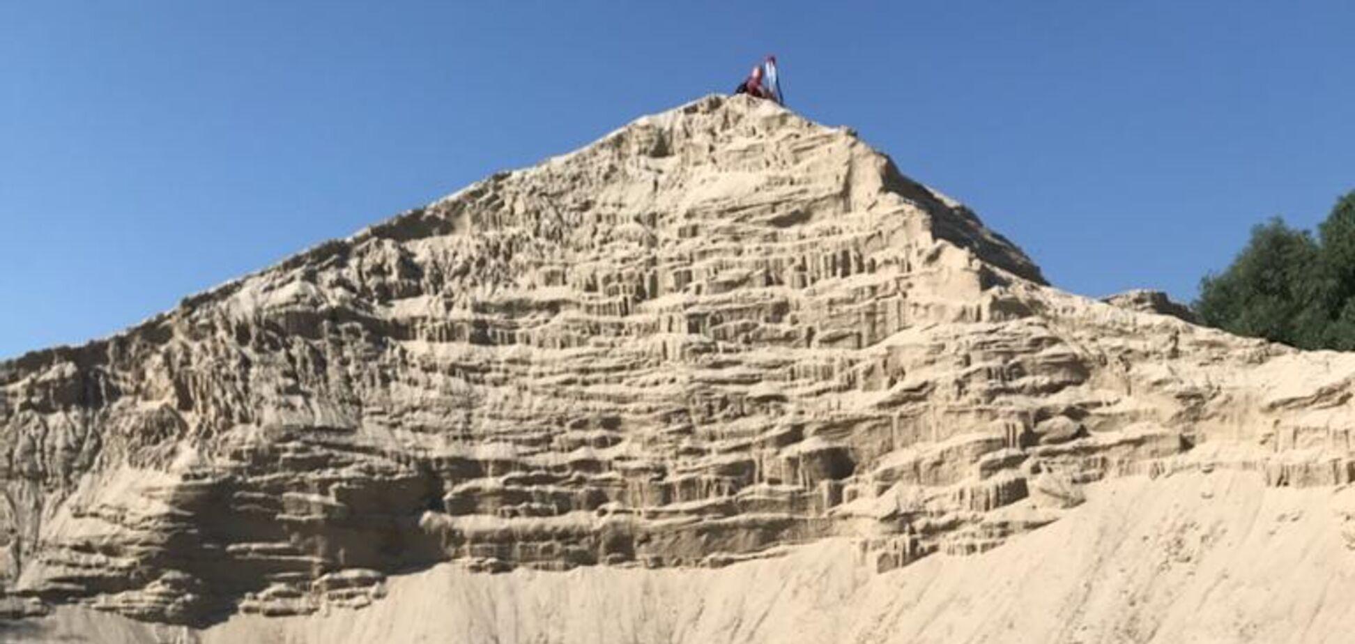 Киевская прокуратура предъявила подозрение в незаконной добыче песка на Днепре очередному 'нелегалу'