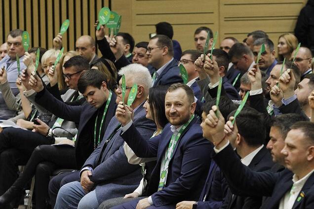 """""""Слуги народу"""" зібралися на закрите засідання: ухвалені перші рішення"""