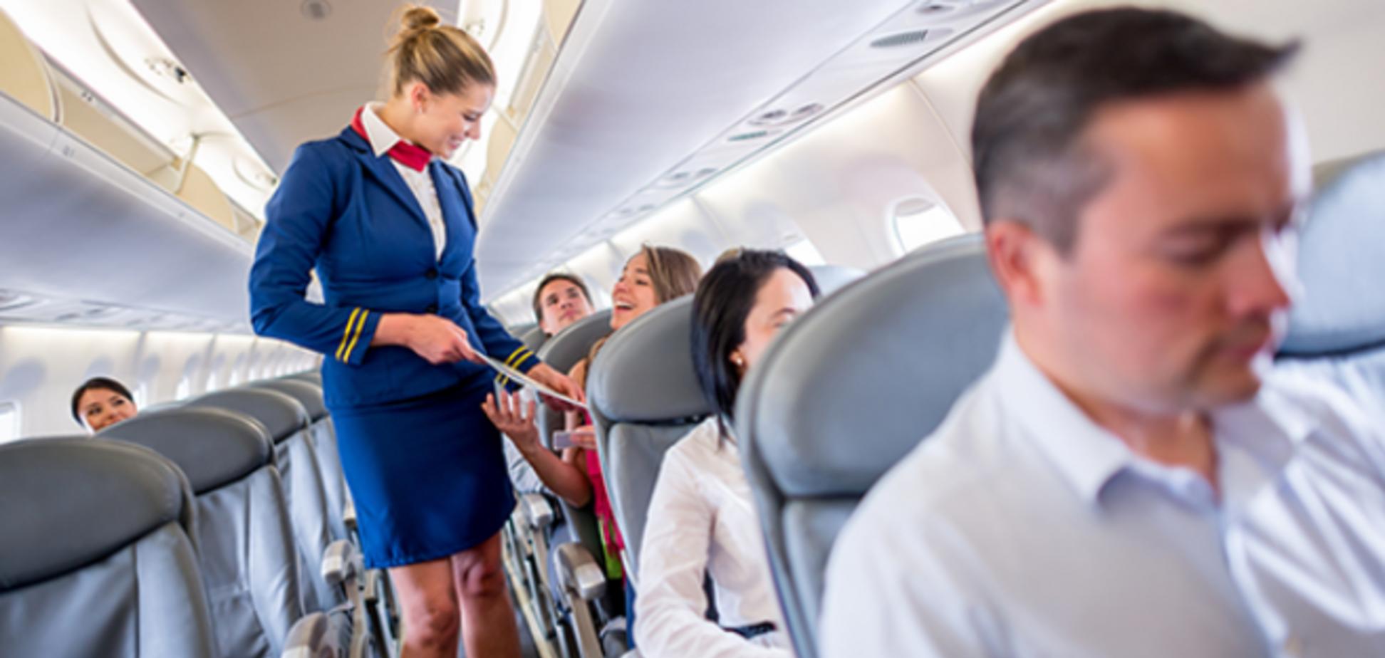 Стюардесса раскрыла самую нелепую просьбу пассажиров