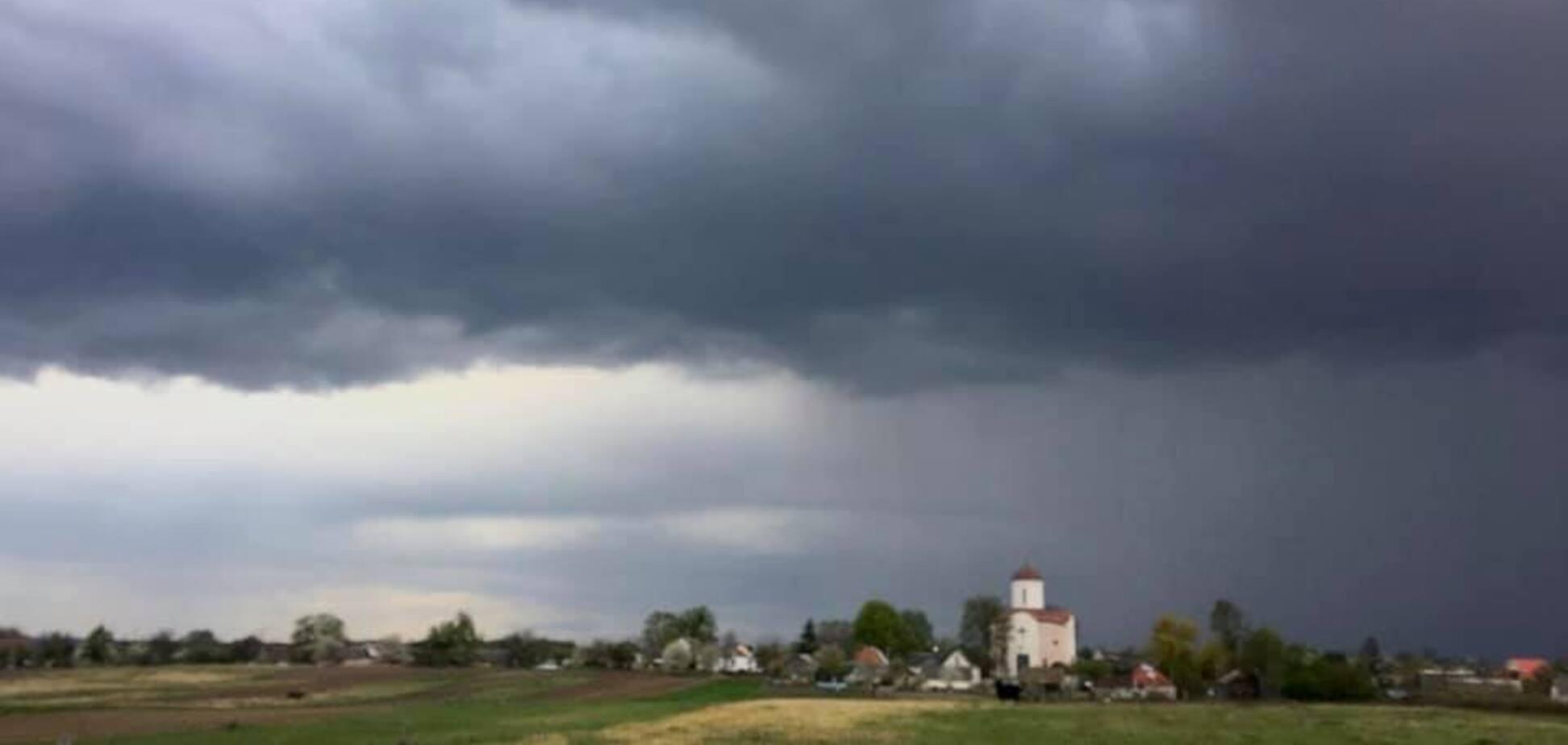 На Украину вот-вот обрушится буря: синоптик предупредила о граде