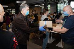 Партія Порошенка ЄС зібрала 5 тисяч продуктових наборів для українців