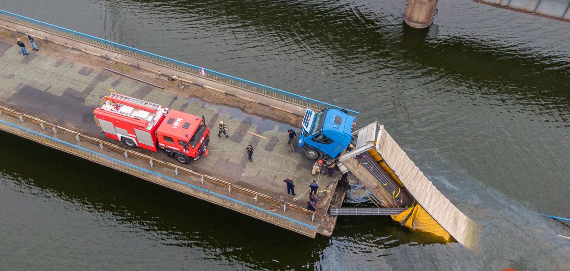 Названа причина обвалення моста під Дніпром