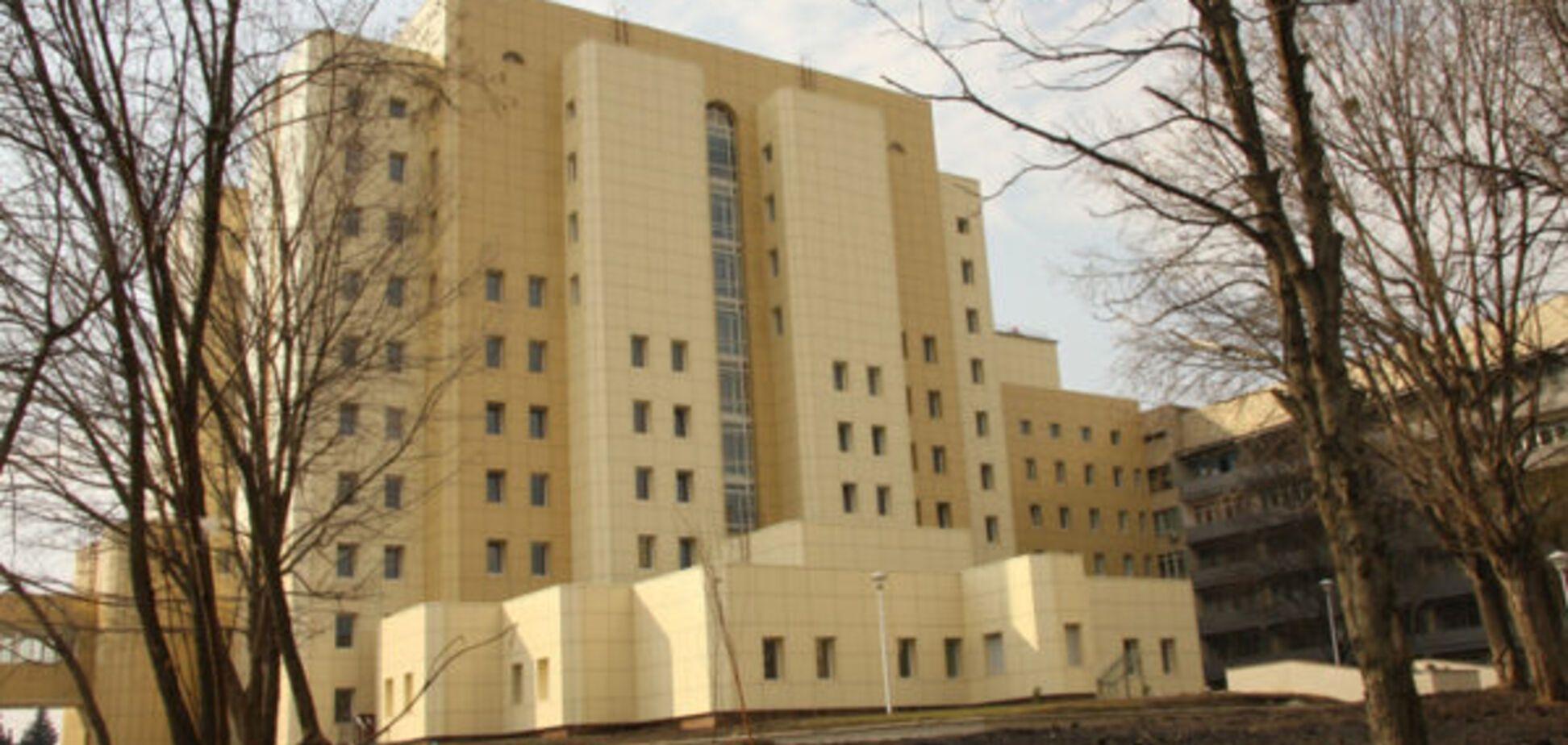 Новий голова Інституту раку влип у корупційний скандал через '400 тисяч грн на карту'