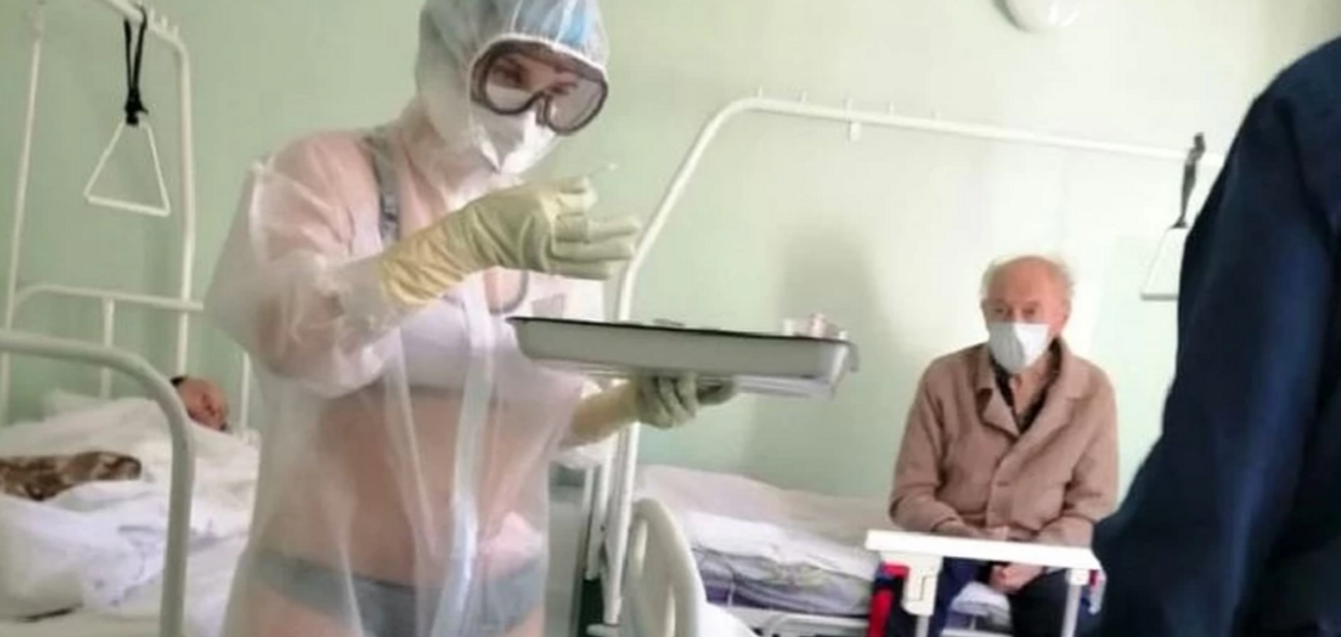 У Росії медсестра прийшла до хворих COVID-19 у купальнику: знайшлися фото медикині без маски