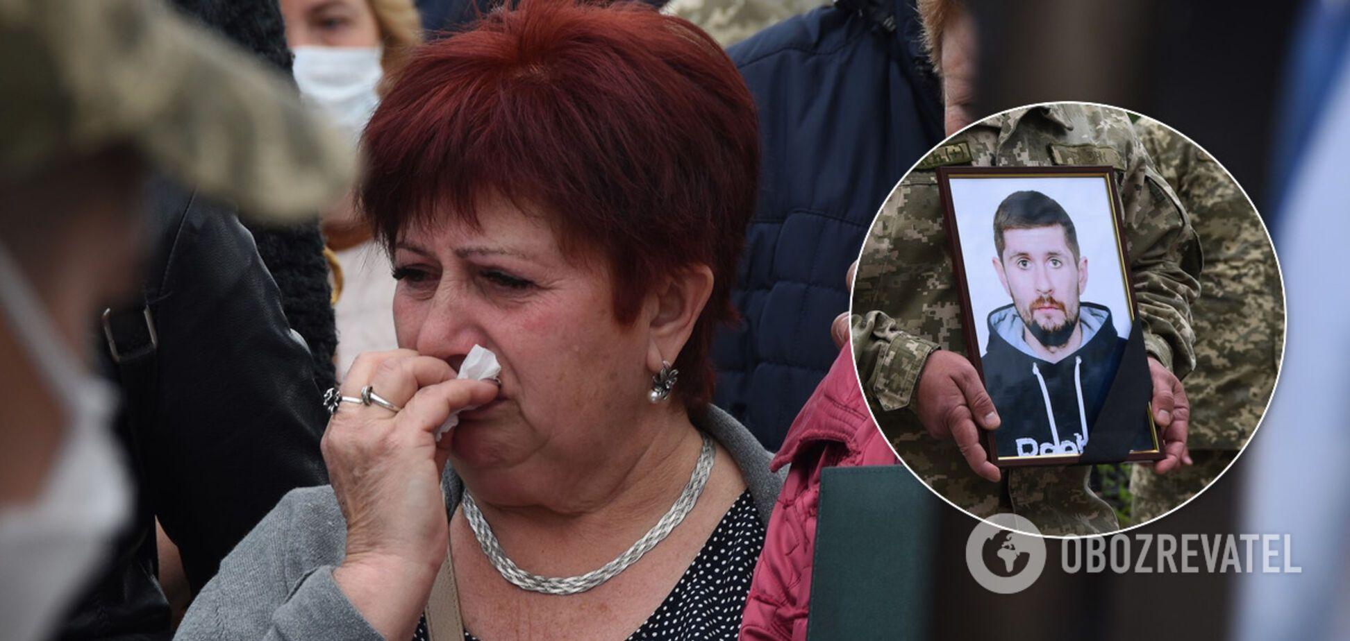 У Павлограді попрощалися з убитим на Донбасі воїном ЗСУ. Фото 18+