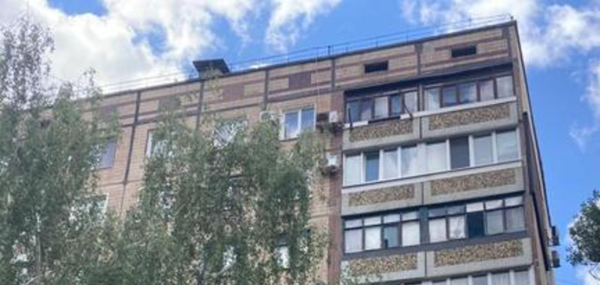 На Дніпропетровщині чоловік вистрибнув з вікна на 7 поверсі. Фото