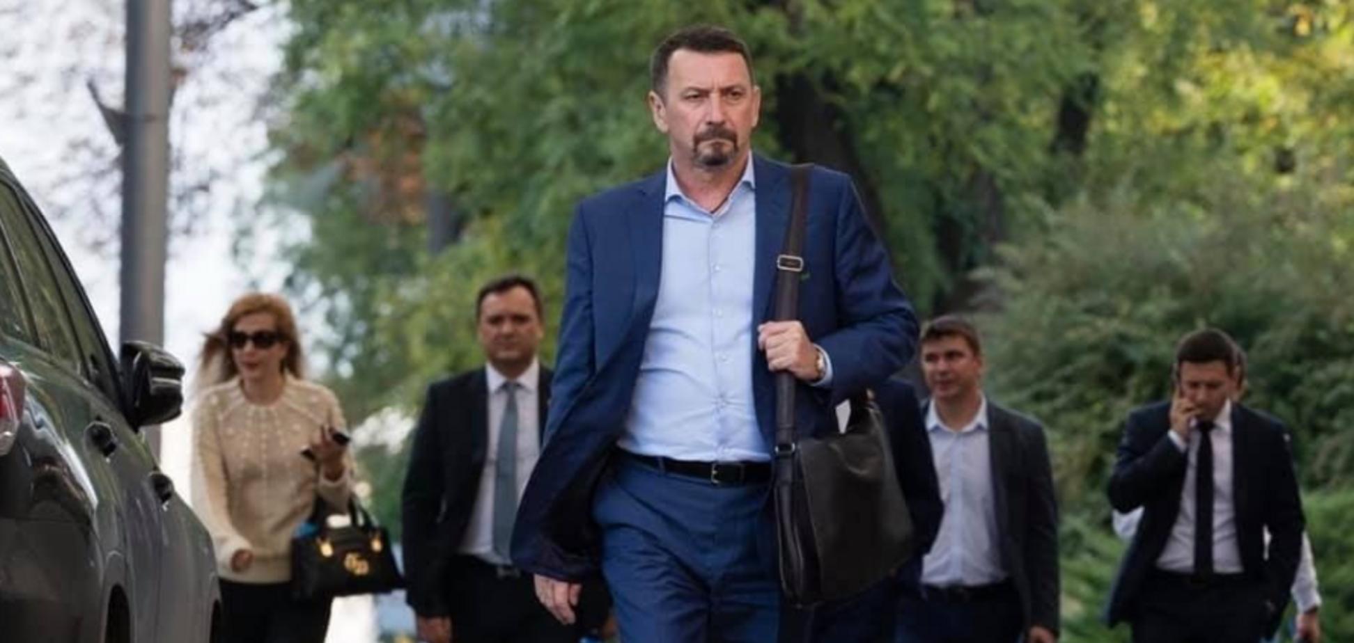 Пока в Киеве готовят праймериз, на родине Зеленского Юрий Кисель торгует франшизой 'Слуги народа'