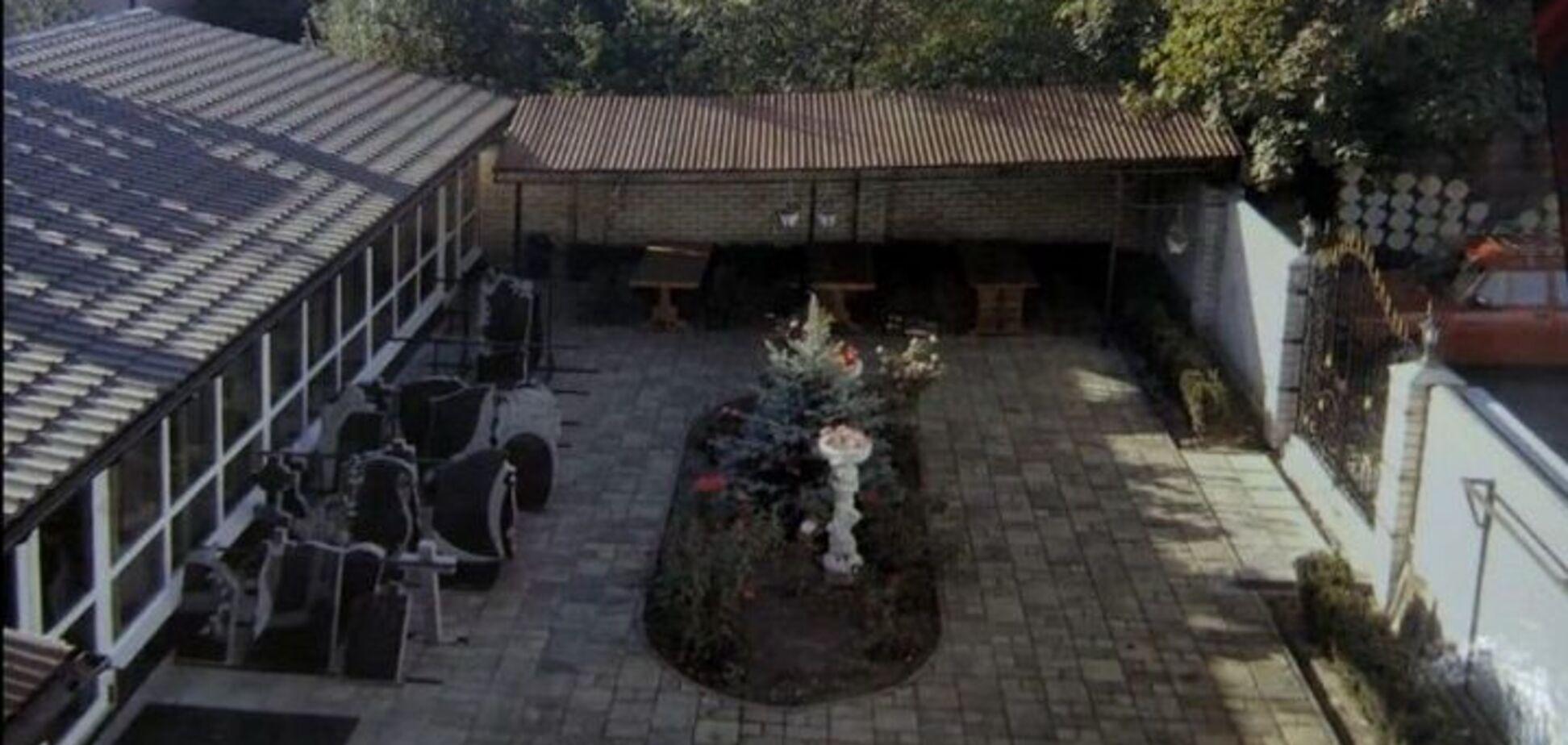 В Киеве мужчина устроил похоронный дом 'Память' в собственном доме. Видео