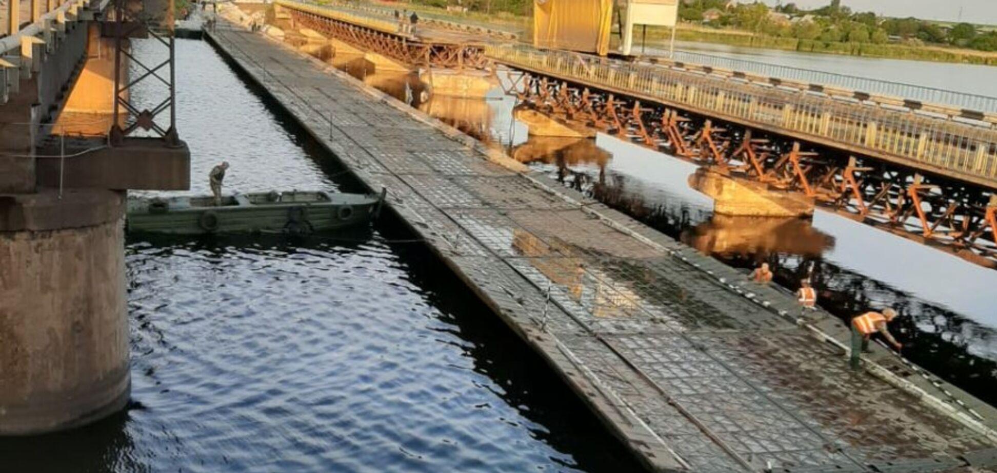 Військові збудували понтонну переправу біля моста, що впав на Дніпропетровщині
