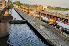 Военные соорудили понтонную переправу возле рухнувшего моста на Днепропетровщине